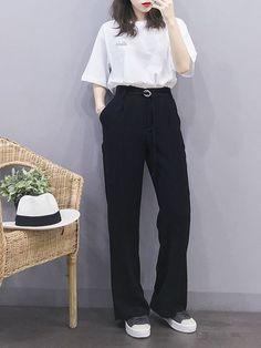 15 black pants casual outfit ideas that perfect for your style page 3 Korean Fashion Trends, Korean Street Fashion, Korea Fashion, Asian Fashion, Korean Girl Fashion, Cute Fashion, Look Fashion, Fashion Outfits, Mode Ulzzang