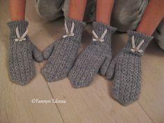 ...villalangasta, pykäreunoista, pitsineuleesta, samettinauhasta ja helmiäissimpukkanapeista. Niistä on kauniit lapaset tehty :) 3 sukkapu... Drops Design, Gloves, Knitting, Fashion, Socks, Moda, Tricot, Fashion Styles, Breien