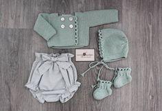 "681 Likes, 28 Comments - Mamá Madejas (@mamamadejas) on Instagram: ""Verde + gris #handmade #ondas #knitting (Disponible en tienda online)"""