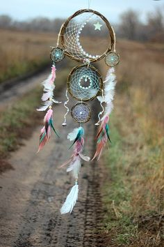 30 Beautiful and Stunning Dream Catcher Ideas For Creative Juice Dreams Catcher, Sun Catcher, Los Dreamcatchers, Moon Dreamcatcher, Beautiful Dream Catchers, Feather Dream Catcher, Dream Catcher Mobile, Bad Dreams, Wind Chimes