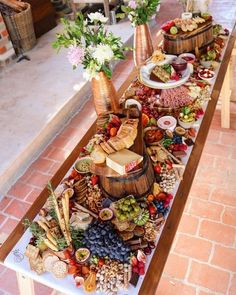 pixels can have with zuchini loaf, banana bread, savoury muffins.Create buffet height differences with barrels & crates.How to Make a Grazing Table for a Baby Shower -Blumen in die MitteCheese + charcuterie only for cocktail reception 2 Plateau Charcuterie, Charcuterie Board, Charcuterie Cheese, Party Food Platters, Cheese Platters, Antipasto Platter, Grazing Tables, Cheese Party, Food Displays