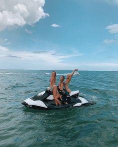 Summer Feeling, Summer Vibes, Lake Pictures, Surfer, Summer Goals, Foto Instagram, Summer Bucket Lists, Summer Dream, Foto Pose
