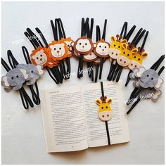 Gurur un 25 adet safari kitap ayra lar umg n esafari emagnet ekitapayrac umg n hediyesi ehediye ya Eid Crafts, Felt Crafts Diy, Felt Diy, Handmade Felt, Crafts For Kids, Paper Crafts, Felt Bookmark, Bookmark Craft, Diy Bookmarks