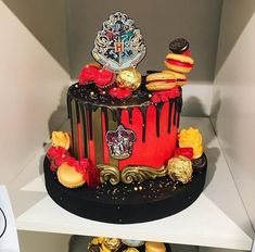 Cake, gryffindor, and harry potter image. Harry Potter Desserts, Bolo Harry Potter, Harry Potter Treats, Gateau Harry Potter, Harry Potter Thema, Harry Potter Birthday Cake, Harry Potter Food, Harry Potter Wedding, Geek Birthday