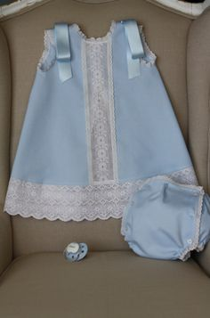 batones de bebe - Buscar con Google Baby Outfits, Little Girl Dresses, Kids Outfits, Toddler Dress, Baby Dress, Baby Girl Fashion, Kids Fashion, Girl Dress Patterns, Heirloom Sewing