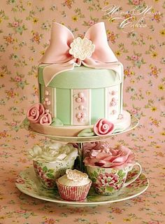 I would love this for Makayla's birthday Shabby chic hat box cake