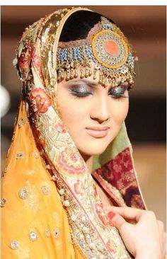 kashmiri maatha patti jewellery. What a grace to the forehead!!!