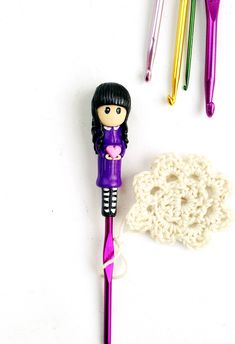 Isn't she adorable? Cute polymer clay doll on crochet hook - great gift for every chrochet lover ❤️ #etsy #supplies #purple #ergonomichook #crochettools #giftforher #polymercrochethook #claycrochethook #learntocrochet #ergonomicneedle