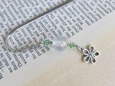 Check out this item in my Etsy shop https://www.etsy.com/listing/473158274/peridot-daisy-bookmark