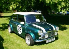 Mini Cooper and in Britsh Racing Green!! just the way it should be.