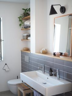Wenig Fliesen, dazu ein bisschen Holz, Schwarz und viel Weiß – unser Badezimmer… – Ideen Wohnen Little tiles, a little bit of wood, black and a lot of white – our bathroom … – Living ideas Bathroom Storage, Small Bathroom, Master Bathroom, Bathroom Organization, Bathroom Ideas, Bathroom Inspo, Bathroom Designs, Modern Bathrooms, White Bathroom