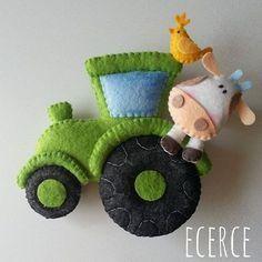 iyi geceler❤ #keçe #felt #fieltro #feltro #craft #feltcraft #baby #hediye #babyshower #elyapımı #handmade #kapısüsü #doortrim #keçekapısüsü #bebekodası #tractor #traktör #ecerce #doğumhediyelikleri #chicken #cow