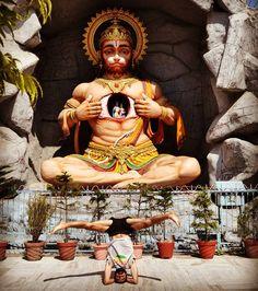 jaya hanumāna jnaana guna saagara jaya kapeesha tihu loka ujaagara durgama kāja jagata kejete sugama anugraha tumbhare tete  victory to hanuman, ocean of wisdom and virtues victory to the king of monkeys, illuminator of the three worlds all the difficult tasks in the world become easy if there is your grace