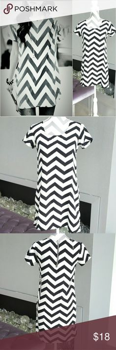 """Chervon print dress NWT Brand new with tags    Sassy chervon print tunic style dress in bold black and white color. Pair with denim jacket and leggings for cooler weather or with sandals and a floppy hat for warmer weather. Very versatile   Material 100%polyester /light weight  Bust 17"""" across Length 32"""" Size small Rue 21 Dresses"""