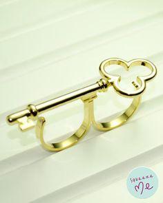 Anel Chave de Trevo Folheada Dourada - R$ 55,00    Disponível na nossa loja virtual: http://bzz.ms/anelchdour