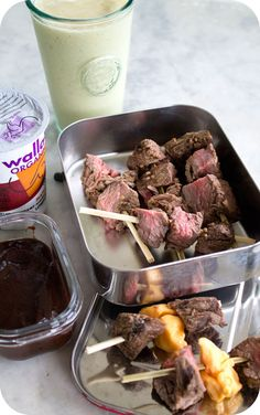 Easy lunch ideas for kids and adults: Steak kebabs with cheese curds and barbecue sauce; a maple yogurt; and a mango-banana smoothie. http://www.LunchBoxBlues.com