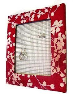 Pretty jewelry board. No instructions, but looks easy enough to figure out.