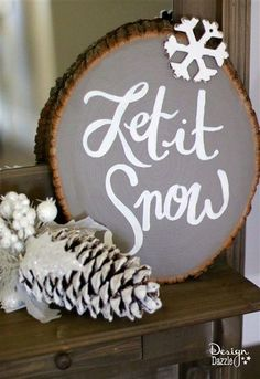 With the holiday season upon us, learn how I created these fun, versatile, and gorgeous wood slice signs! | Design Dazzle