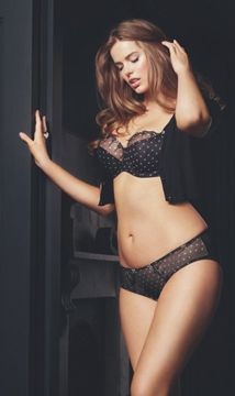 International supermodel Robyn Lawley has been announced as the new face and body of lingerie chain Boux Avenue. See her shoot the new AW12 campaign...