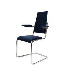 Ikoniczny fotel Tecta D 10/11 zaprojektowany przez legendę światowego designu Jean Prouvé. Wykonywany ręcznie. Fotel…