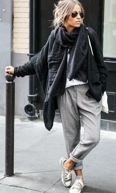 Camille Callen wears stylish grey slacks with converse and chunky scarf. Camille Callen wears stylish grey slacks with converse and chunky scarf. Looks Street Style, Autumn Street Style, Looks Style, Street Chic, Parisian Street Style, Curvy Street Style, Red Street, New York Street Style, Summer Street