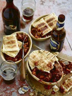 Steak and Stout Beer Potjie braai Pie Braai Recipes, My Recipes, Beef Recipes, Dessert Recipes, Cooking Recipes, Steak And Guinness Pie, Guinness Pies, Braai Pie, South African Recipes