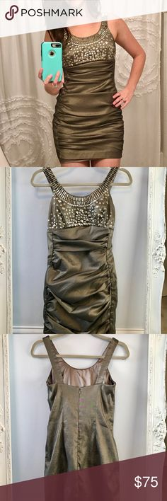 Jessica McClintock green dress w/ metal accents ▪️ size 6 ▪️ sturdy side zipper ▪️ metal embellishments are firmly in place ▪️ dry clean only ▪️ worn once and dry cleaned Jessica McClintock Dresses