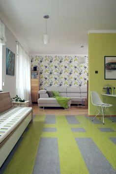 Když se řekne barevný interiér, často nás může přepadnout představa sytých křiklavých odstínů zelené, červené, oranžové nebo fialové od podlahy až ke stropu, jelikož se takové interiéru opravdu vyskytují. Při správné práci sbarevnou paletou a výběrech vhodných odstínů se ale nemusíte bát, že by na vás váš interiér doslova křičel. Naopak, barvy mohou navodit tu správnou finální atmosféru a náladu vašeho domova.  1. Neutrální mix Vsadit na neutrální tóny je ten nejjednodušší způsob, jak…