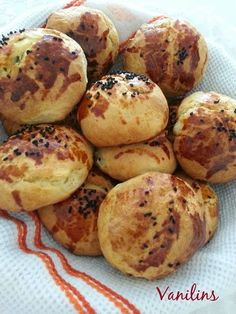 Bu yaz,elim hiç hamur işine gitmedi sıcaklardan dolayı..1-2 kez börek yapmanın dışında,hamurla haşır neşir olmadım:)) Geçtiğimiz gün in...