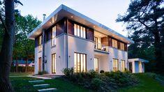 Bauhaus am Hang. Moderne Architektur wird häufig etwas verallgemeinernd als Bauhaus bezeichnet. Die Qualität dieses Haacke-Entwurfs spannt den Bogen von der Anfangszeit über die Gegenwart bis in die Zukunft. #HAACKEHAUS #Bauhaus #modern #housegoals #house #home
