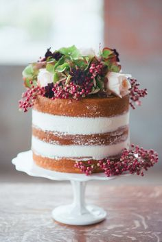 This dreamy winter wedding inspiration shoot from Hilary Grace Photography is filled with the stuff that wedding dreams are made of. Amazing Wedding Cakes, Wedding Cakes With Flowers, Cake Flowers, Fresh Flowers, Pretty Cakes, Beautiful Cakes, Beautiful Desserts, Chocolates, Naked Cake