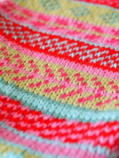 Fair isle knitting--I'd love to learn how to do this, and I love these colors together.