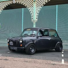 Rate it 1 - 10 ? Mini Cooper Classic, Classic Mini, Classic Cars, Mini Car, Mini Bike, Austin Mini, Mini Morris, Suzuki Swift, Mini Coopers