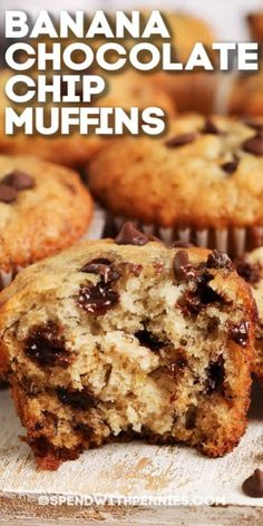 Simple Muffin Recipe, Chocolate Muffin Recipe Easy, Banana Muffin Recipe Easy, Recipe For Muffins, Easy Healthy Banana Muffins, Recipes With Chocolate Chips, Banana Breakfast Muffins, Banana Oatmeal Muffins, Baking Muffins