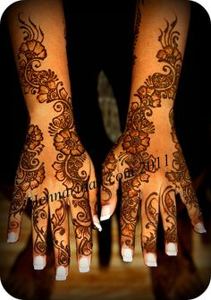 Menhdi, but this would be a cool tattoo pattern. Mehndi Book, Mehndi Art, Henna Mehndi, Mehendi, Henna Tattoos, Body Art Tattoos, Cool Tattoos, Tatoos, Heena Design