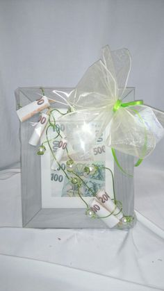 Peníze pro novomanžele, jiný svatební dar než obálka. Gift Wrapping, Gifts, Inspiration, Presents, Money, Packaging, Gift Wrapping Paper, Biblical Inspiration, Wrapping Gifts