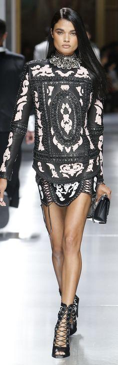 The complete Balmain Spring 2018 Menswear fashion show now on Vogue Runway. Fashion 2018, Love Fashion, High Fashion, Fashion Show, Fashion Dresses, Fashion Design, Couture Fashion, Runway Fashion, Womens Fashion
