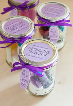 We made these as prizes for my sister's baby shower and they were simple to put together and a big hit! Pedicure in a Jar Shower Gift Favors ~ with Green Visions Spa Therapy Sugar Scrub Body Cream products inside :) Baby Shower Prizes, Shower Party, Baby Shower Gifts, Wedding Shower Prizes, Bridal Shower Games Prizes, Shower Cake, Do It Yourself Baby, Party Fiesta, Bridal Shower Favors