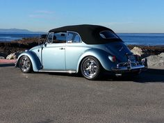Eddie Gomez's 1967 light metallic blue vert. It was a pan off restore. Took him 3 years to do. Everything restored or new. Air ride in the front. 16″ alloys. Eddie is from Carson, California, U.S.A.