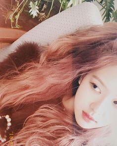Your source of news on YG's current biggest girl group, BLACKPINK! 1 Rose, Love Rose, Yg Entertainment, K Pop, South Korean Girls, Korean Girl Groups, Close Up, Rapper, Blackpink Members