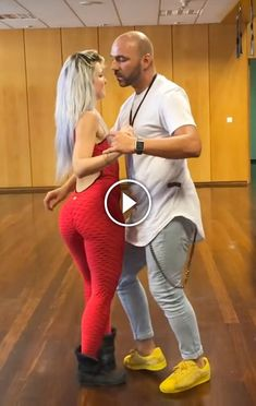 Kizomba Dance, Dance Choreography Videos, Dance Videos, Funny Laugh, Hilarious, Wtf Funny, Funny Pictures Of Women, Haunting Photos, Dance Humor