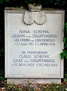 La pierre tombale de Nina Von Stauffenberg à sa mort en 2006.