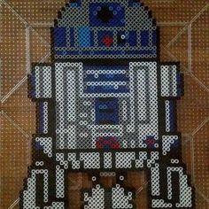 R2D2 Star Wars perler beads by blackvelvetink