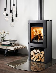 The Westfire Uniq 18 Wood Burning Stove is ideal for a smaller fireplace and an output of makes it suitable for smaller rooms. The Westfire Uniq 18 woodburner has a slightly curved front and curved door, and is also a convection stove with high l
