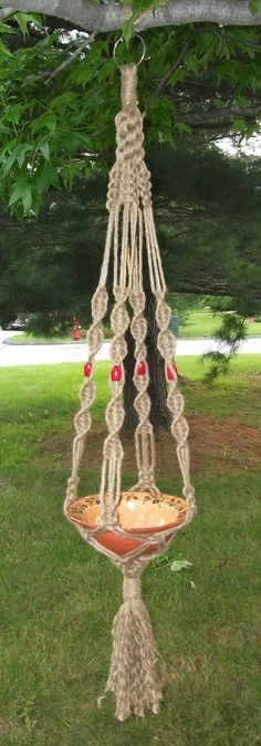 Crown Knot Macrame Plant Hanger Red Beads by adirondacktrader Macrame Design, Macrame Art, Macrame Projects, Macrame Knots, Macrame Plant Holder, Plant Holders, Hanging Baskets, Hanging Plants, Decoration Plante