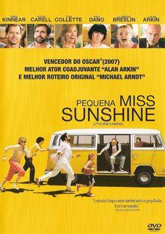 PIPOCA COM BACON - Top 10 – Trilhas Sonoras de Filmes  Capa nacional do DVD do filme Pequena Miss Sunshine ( Little Miss Sunshine ), de 2007.  #asvantagensdeserinvisível #crazystupidlove #curtindoavidaadoidado #dirtydancing #donniedarko #footloose #godzilla #magnolia #petersfriends #pequenamisssunshine #pipocacombacon
