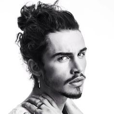 Goatee is solely a men's style where beard extends from the chin. Or, a typical chin beard just below the lower lip that exists nowhere besides chin. Goatee Styles, Hair And Beard Styles, Curly Hair Styles, Bun Styles, Curly Hair Man Bun, Man Bun Haircut, Man Bun Hairstyles, Pirate Hairstyles, Hairstyle Men