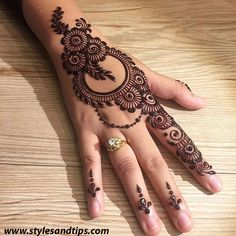 Mehndi henna designs are searchable by Pakistani women and girls.Women, girls and also kids apply henna on their hands, feet and also on neck to look more gorgeous and traditional. Henna Hand Designs, Dulhan Mehndi Designs, Mehndi Designs Finger, Mehandi Design For Hand, Latest Arabic Mehndi Designs, Stylish Mehndi Designs, Mehndi Designs For Beginners, Mehndi Designs For Girls, Wedding Mehndi Designs