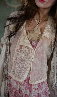 tips for wearing bohemian style fashion Magnolia Pearl, Older Women Fashion, Fashion Tips For Women, Boho Outfits, Vintage Outfits, Boho Fashion, Vintage Fashion, Style Fashion, Bluse Outfit
