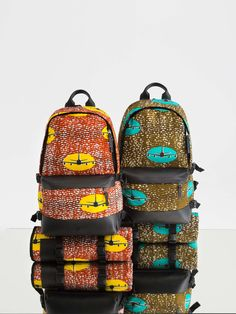 Eastpak Inspired by the World of Vlisco. African print backpack designed by Harvey Bouterse and made from unique Wax Hollandais material. African Accessories, Fashion Accessories, Ankara Bags, Sacs Design, African Crafts, Fabric Bags, African Design, African Fashion, African Style